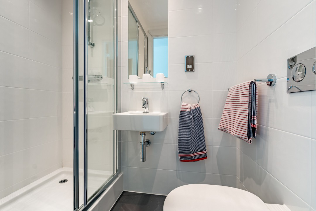 A bathroom in Palamon Court, student accommodation in Canterbury