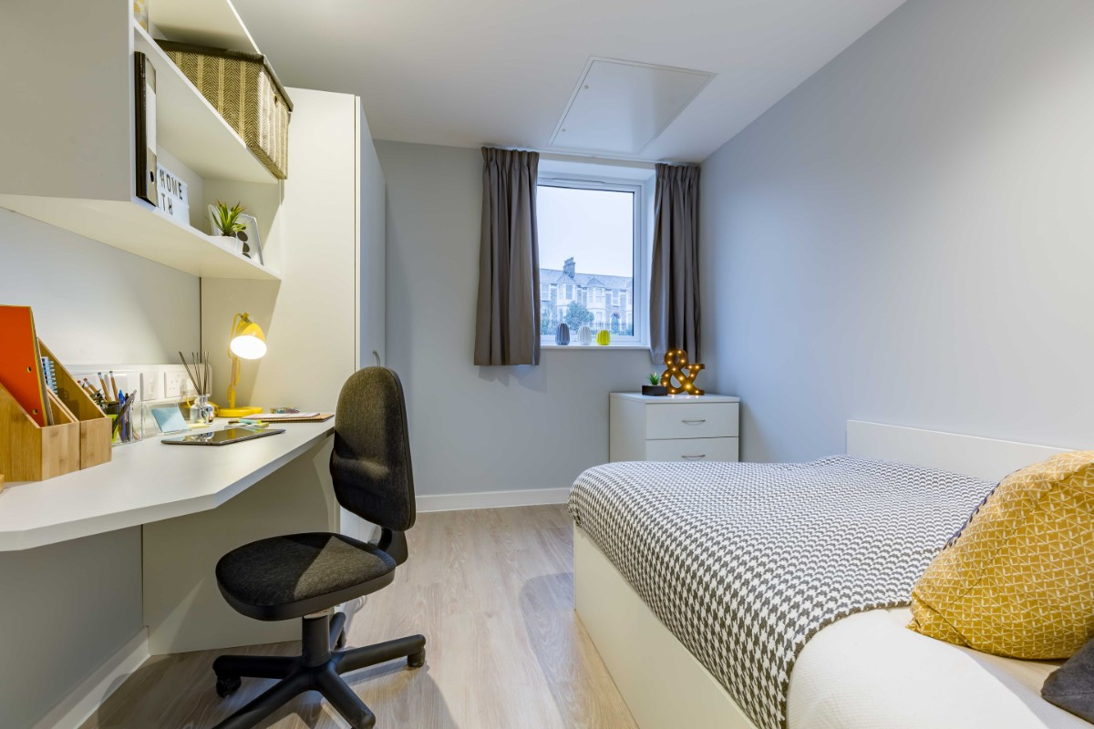 En-suite room at Mary Park House student accommodation in Plymouth